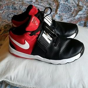 Nike Team Hustle d8 red and black shoes